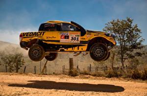 Обои Форд Тюнинг Желтый Ралли В прыжке Сбоку 2016-18 Ranger Rally dos Sertoes автомобиль