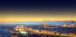 Картинки Италия Флоренция Здания Речка Мосты Ночные