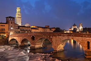 Картинки Италия Здания Речка Мост Вечер Венеция Verona Города