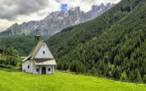 Обои Италия Горы Леса Храмы Церковь Альпы Трава Nova Levante Cappella di San Sebastiano Природа