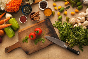 Фотография Ножик Овощи Грибы Томаты Перец Корица Разделочная доска
