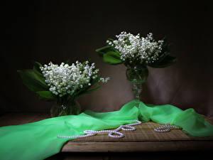 Обои для рабочего стола Ландыши Жемчуг Ваза Две цветок