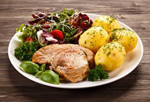 Фотографии Мясные продукты Картофель Овощи Тарелка