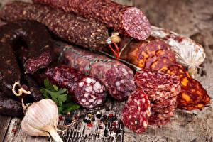 Фотография Мясные продукты Колбаса Чеснок Нарезанные продукты Пища