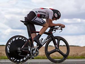 Фото Мужчины Велосипед Движение Шлем Спорт