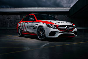 Обои Мерседес бенц Стайлинг 2018 AMG E 63 S 4MATIC Safety Car