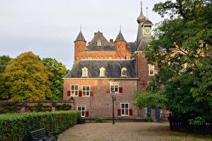 Фотография Нидерланды Замки Уличные фонари Кусты Скамейка Doorwerth Castle