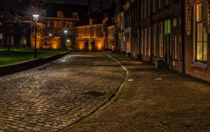 Картинка Нидерланды Здания Дороги Улиц Ночь Уличные фонари Groningen город