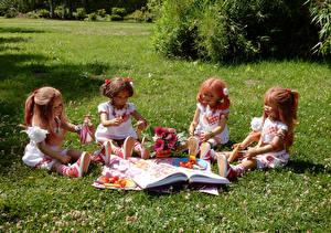 Фото Парки Овощи Букеты Кукла Девочки Сидит Трава Grugapark Essen Природа