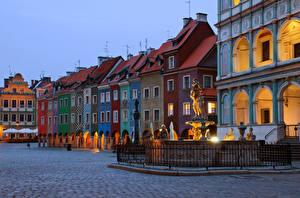 Обои Польша Здания Вечер Памятники Городская площадь Poznan