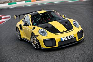 Фотографии Порше Желтый Металлик 2017-18 911 GT2 RS Worldwide Автомобили