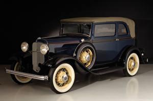 Фотографии Ретро Форд Синих Металлик 1932 V8 Convertible Sedan Автомобили