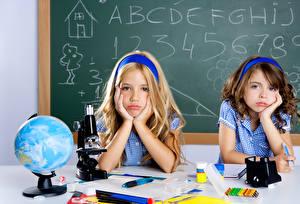 Фотографии Школьные 2 Девочки Глобус Руки Смотрит Ребёнок