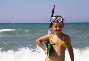 Фото Море Девочки Очки Улыбка Ребёнок