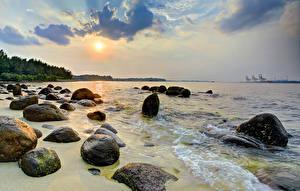 Картинка Сингапур Берег Тропики Рассветы и закаты Камень Волны Природа
