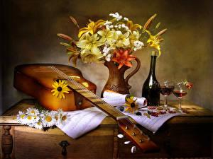 Картинки Натюрморт Букеты Ромашки Лилии Вино Смородина Гитара Бутылка Бокалы Еда