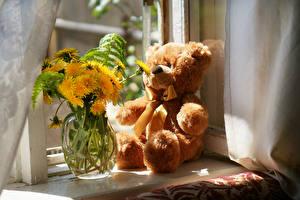 Картинка Натюрморт Одуванчики Плюшевый мишка Ваза Цветы