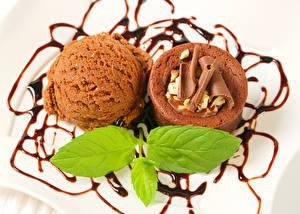 Картинки Сладости Мороженое Шоколад Капкейк кекс Шарики Листва Еда