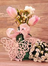 Картинка Букеты Бабочки Лизантус Тюльпаны Розы Бантик Цветы