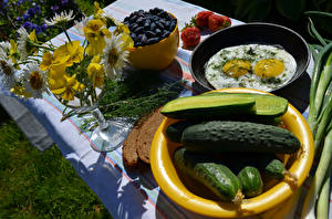 Обои Огурцы Букеты Фиалка трёхцветная Завтрак Яичница Пища