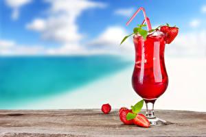 Картинки Напитки Сок Клубника Коктейль Бокалы