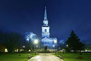 Фото Англия Храмы Церковь Ночные Газон Уличные фонари St John's church Wolverhampton