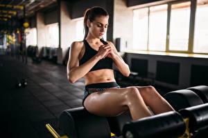 Обои Фитнес Шатенка Физические упражнения Ноги Девушки Спорт