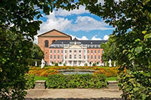 Фото Германия Здания Фонтаны Скульптуры Дворец Kurfuerstliches Palais Trier Города