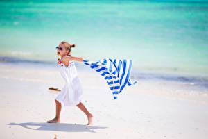 Обои Девочки Очки Пляж Платье Ребёнок