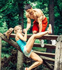Фотография Мужчины Фитнес 2 Блондинка Тренируется Ноги молодая женщина Спорт