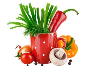 Картинка Грибы Перец Помидоры Лук репчатый Овощи Укроп Белом фоне Пища