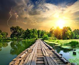 Картинка Речка Мосты Рассветы и закаты Небо Молния
