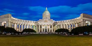 Фото Россия Санкт-Петербург Храмы Вечер Собор Газон Kazan Cathedral