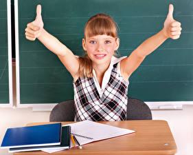 Обои Школьные Пальцы Девочки Руки Тетрадь Ребёнок