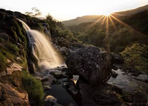 Фотография Шотландия Водопады Рассветы и закаты Камень Скала Лучи света