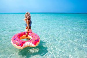 Обои Море Вода Блондинка Очки Девушки