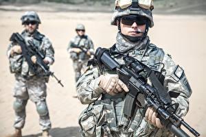 Фотографии Солдаты Автоматы Униформа