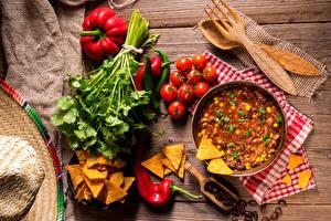 Фото Супы Овощи Томаты Перец Доски Чипсы Ложка Вилка столовая Еда