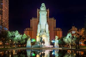 Картинки Испания Мадрид Здания Памятники Скульптуры Фонтаны Дворец Ночные Уличные фонари Palacio Real de Madrid Города