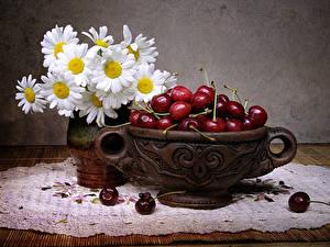 Фотография Натюрморт Ромашки Вишня Ваза Цветы Еда