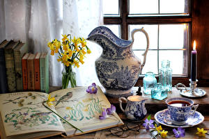 Картинки Натюрморт Свечи Кофе Нарциссы Кувшин Книги Чашке Очки Окно Пища