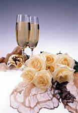 Картинки Натюрморт Розы Шампанское Бокалы Вдвоем Цветы