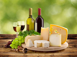 Обои Натюрморт Вино Виноград Сыры Бутылка Бокалы Разделочная доска Еда