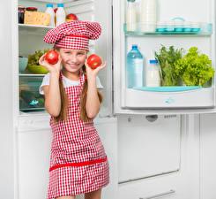 Фотографии Томаты Девочки Холодильник Улыбка Руки Шапки Ребёнок
