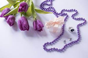 Фотография Тюльпаны Украшения Серый фон Подарки Кольцо Фиолетовый Цветы