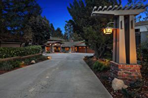 Фото Америка Здания Вечер Ландшафтный дизайн Особняк Уличные фонари Cherry Hills Newport Beach