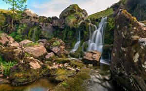 Картинки Великобритания Водопады Камни Скалы Мох Уэльс Природа