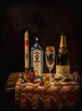 Картинки Алкогольные напитки Игристое вино Свечи Стол Бутылка Бокалы Еда
