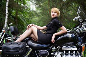 Картинки Блондинка Платье Мотоциклы