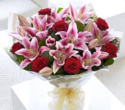Фото Букеты Лилии Розы Бутон цветок